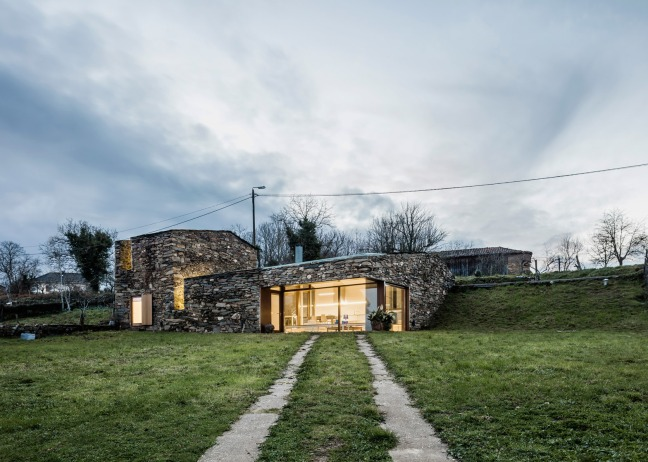 casa restaurada ribeira Sacra Galicia 02