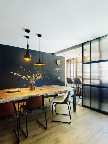 Unificando espacios, en una rehabilitación acogedora y contemporánea en Lugo.